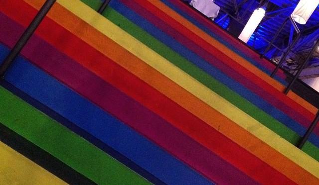 Bunte Treppe und bunte Bildchen von @ralphruthe