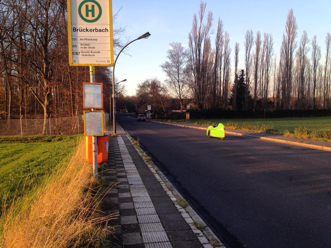#Haltstelle #Brückerbach #Düsseldorf #Himmelgeist mit #liegefahrrad